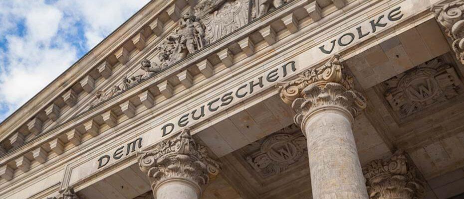Die wundersame Vermehrung der Mandate im Deutschen Bundestag: Selbst Wahlexperten sind sprachlos.|© pit24 - stock.adobe.com